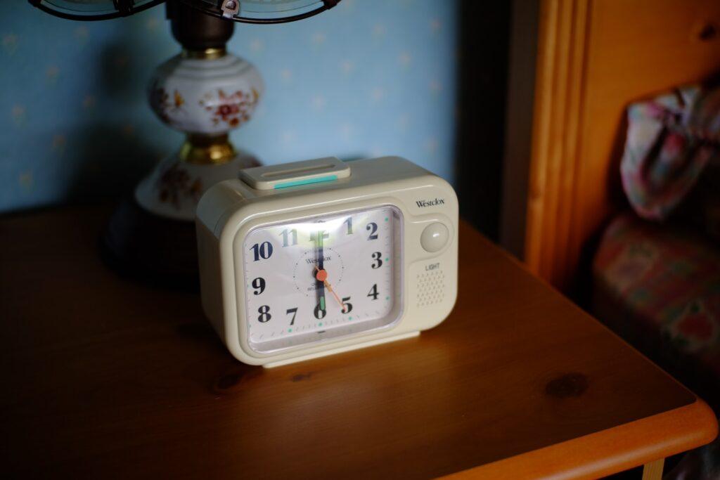white analog clock at 10 00